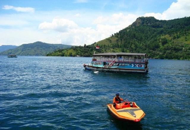 Danau Toba merupakan objek wisata yang ada di Sumatera Utara