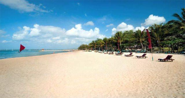 Pantai Sanur, Bali merupakan salah satu objek wisata di Bali