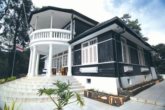 Rumah pengasingan bungkarno merupakan salah satu objek wisata di pulau Parapat, Sumatera Utara