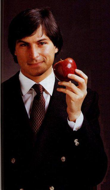 Kisah Hidup Tokoh Inspiratif Steve Jobs