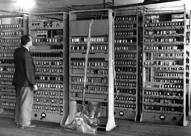ini adalah Berikut Sejarah Komputer Dari Generasi pertama sampai generasi sekarang