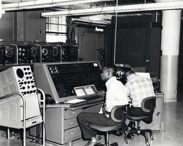 ulasan Berikut Sejarah Komputer Dari Generasi pertama sampai generasi sekarang